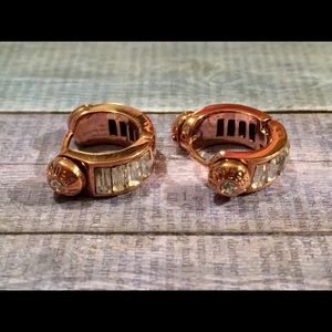 🎉HENRI BENDEL ROSE GOLD HUGGY HOOP EARRINGS 🎉